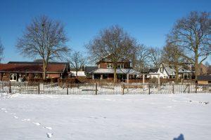 Theehuis bij kees en sien en landwinkel de Eekhoeve in de sneeuw
