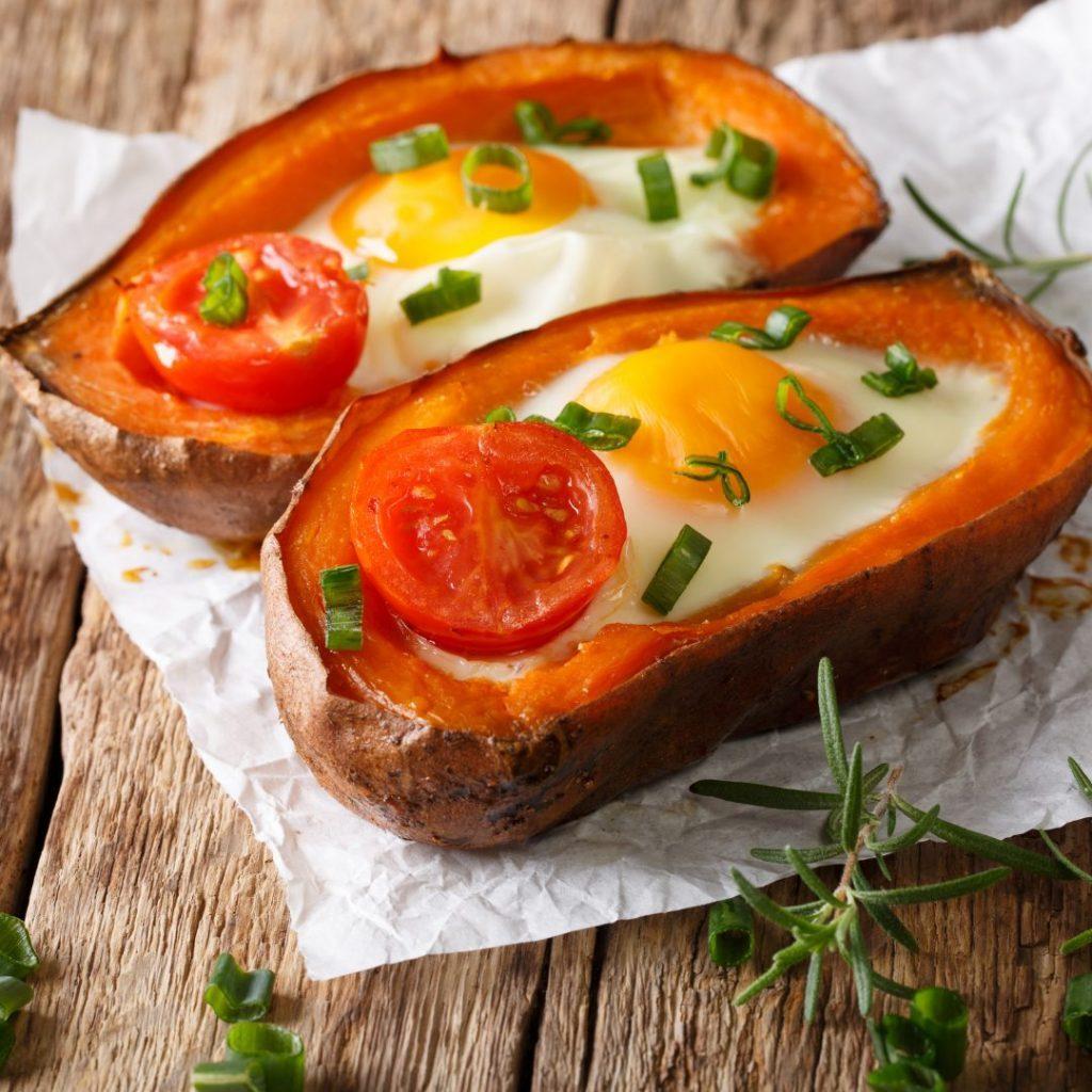 Gevulde zoete aardappel met spiegelei van Landwinkel de Eekhoeve